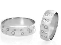 083-porocni-prstana-z-diamanti-in-prevleko-iz-crnega-rodija